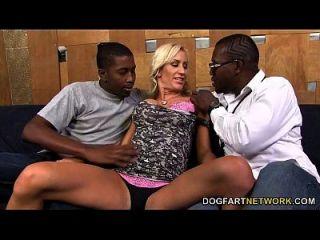 zoey portland quiere ser gangbanged por los hombres negros
