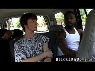 fenrir scarcello obtiene follada por los chicos negros