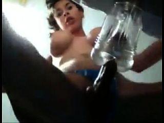 shemale linda se masturba con un consolador