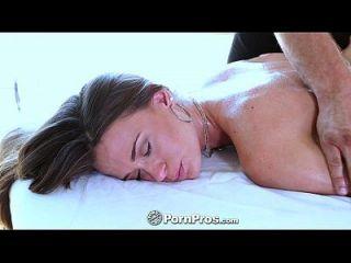 pornpros kacy se masajea desde el coño hasta los dedos de los pies