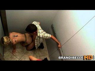 Brandi Belle atrapados en el ascensor como pareja joder