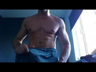 maduro casado de gimnasia enseñando su verga enorme en cam
