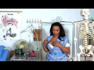 danica collins (donna ambrose) enfermera traviesa