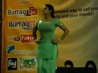 paki booby etapa acctress saima khan sacudiendo grandes tetas en el escenario