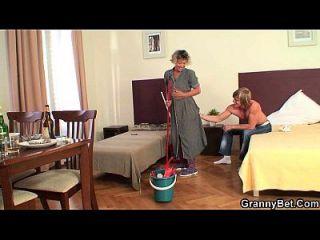 limpieza mujer madura paseos su carne dura
