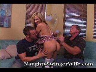 esposo cumple fastasy de ver a la esposa follada