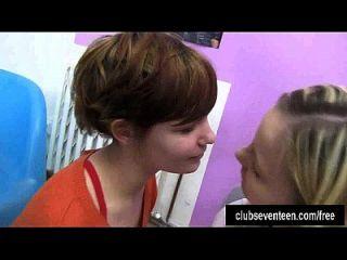 adolescentes lesbianas kinky lamiendo coños