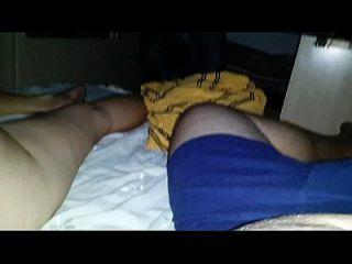 esposa gostosa dormindo y maridão filmando. (esposa durmiendo)