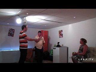 bbw mere de famille francaise premio en doble penetración pour son casting porno