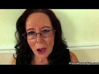la abuela británica zadi se folla a sí misma