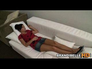 jackoff y descargar su cum en mí mientras duermo brandi belle