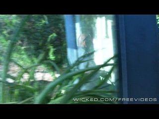 wicked samantha rone se queda atrapado en la cámara oculta