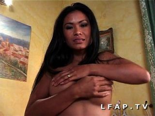 Mature bourgeoise aux enormes seins sodomisee grave