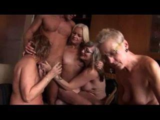 sexo en grupo amateur con algunos maduros