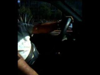 con el taxista mamandosela.