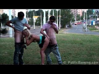 sexo público extremo gangbang orgía adolescente