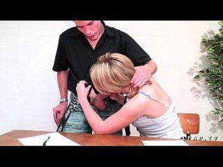 petite étudiante française se fait prendre en double penetration par ses copains