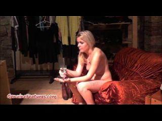 sexy rubia de 18 años muestra su cuerpo en el primer casting