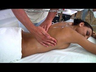 lustful julia chupa y folla dick en masaje sexy porno