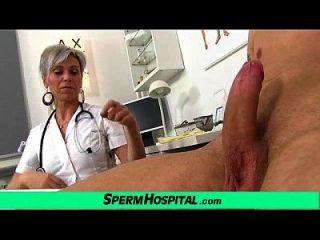 sexy uniforme milf beate ordeño joven paciente
