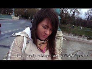 peludo coño ruso babe folla en el coche en público