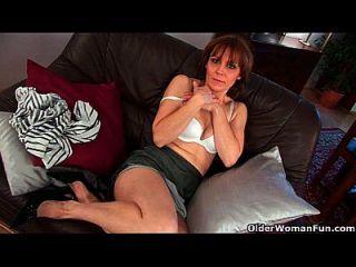 mujer mayor mylene dedo folla su coño lleno bushed