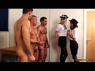 mujer policía obtiene tres cargas en su cara