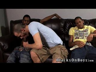 brenden shaw intenta sexo interracial con dos chicos negros