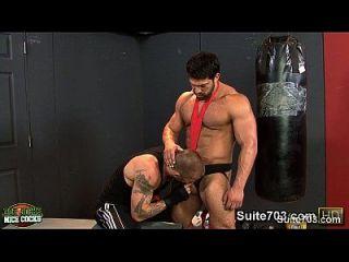 caliente jocks follando su buttholes apretado en el gimnasio