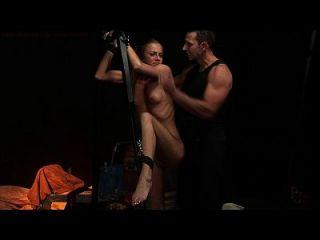 esclavo sexual atormentado y dominado