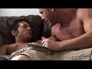 gays calientes besándose y follando
