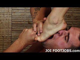 quiero hacer de tu fantasía de footjob una realidad