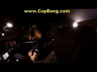 policías falsos follan a mujeres desprevenidas