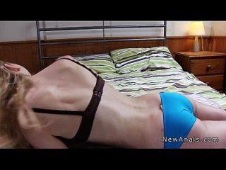 anal anal folla pequeña rubia adolescente en la cinta de sexo