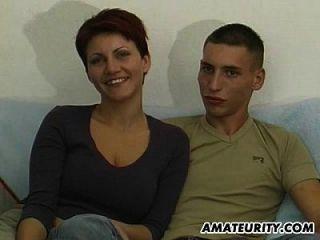joven pareja amateur primera mamada en la cámara