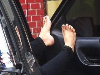 pés no carro (pies coche)