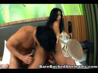 sexy shemale barebacking escena