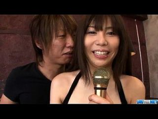karen natsuhara usa dick grande para aplastar su vagina apretada