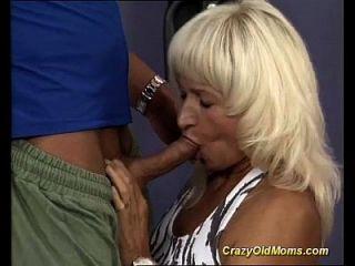 sexo de la mama muscular en el gimnasio