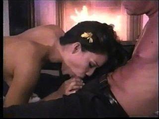 caliente latina chupar polla y anal