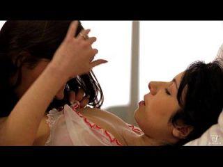 orgasmos intensos para jóvenes amantes lesbianas