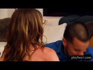 parejas de swinger aficionados tener una orgía en la casa playboy