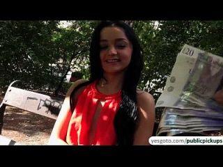 super cute checo babe daphne se recoger por un extraño y jodido por dinero en efectivo