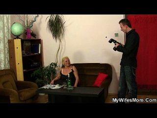 sexo de tabú de la madre inlaw después de la sesión de fotos