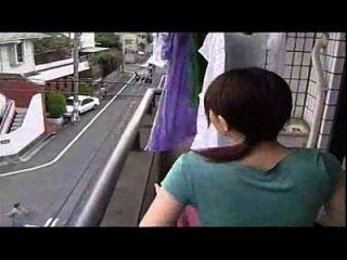 mujer japonesa engaña con el marido, no es un video divertido es una esposa de engaño sexy