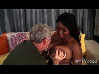 ebony plumper marie leone tomando una polla de grasa