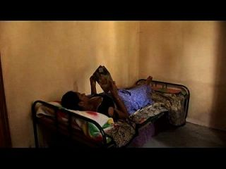 sexy chicas tamiles chicas lesbianas escena de la cama caricias ombligo pussy and nipple slip