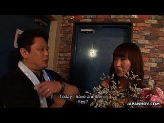 asiática puta obtiene una sesión bukkake para su cumpleaños