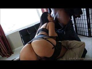 puta sexy follada duro por los chicos negros