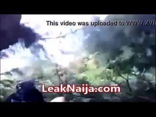 mujer casada africana atrapados teniendo relaciones sexuales con el hombre okada dentro de arbusto leaknaija